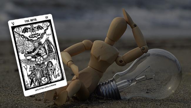 Таро гороскоп для Скорпионов на март совет