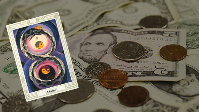 Таро прогноз для Скорпионов на апрель в финансовой сфере
