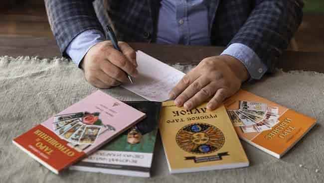 Книги и учебные материалы от Русской Школы Таро